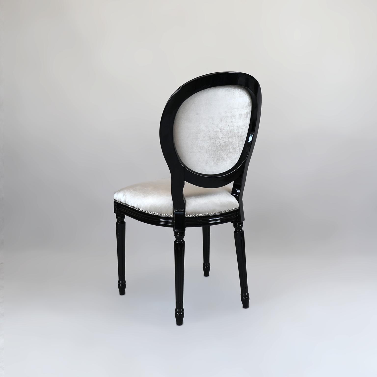 Krzesła 13